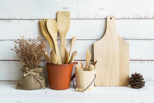 厨房炊事用具及容器属于尼斯分类的哪一类注册商标?